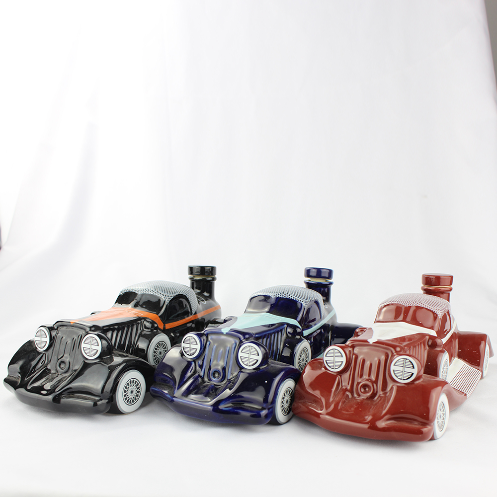 Car Shaped 750ml Spirit Glass Bottle